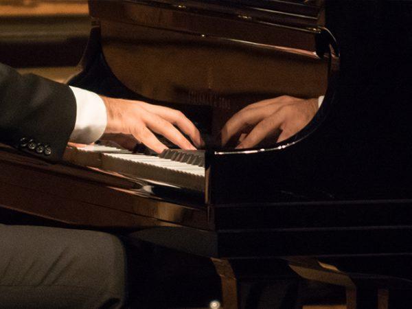malepianist